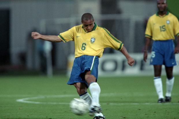Roberto Carlos, o pontapé canhão