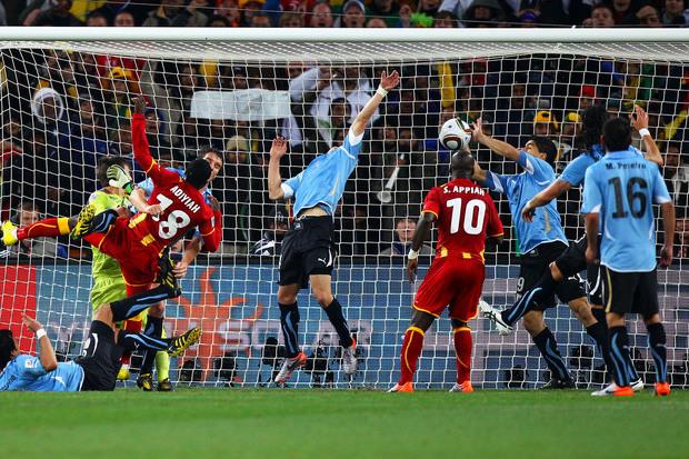Uruguai 1 x 1 Gana: o dia que Suárez brilhou como goleiro