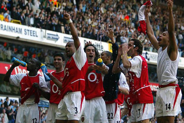 Tottenham x Arsenal: O título na casa do rival, antes do título de Invincibles