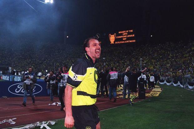 Champions 96/97: Contra o campeão e na casa do rival