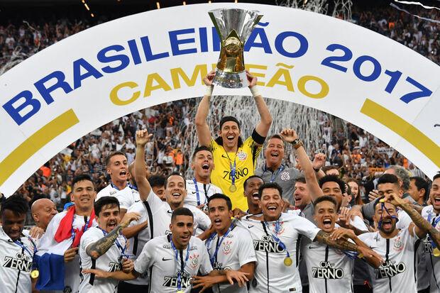 2017: De 'quarta força' ao hepta, Corinthians cala os críticos