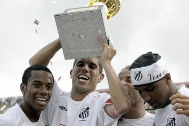 2004: Com dramas dentro e fora de campo, Brasileirão vê o Santos de volta ao topo