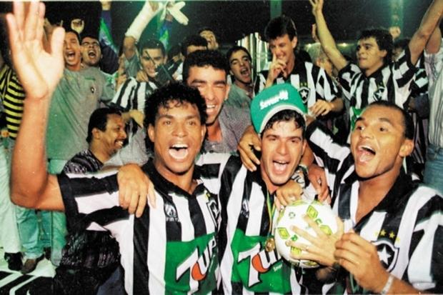 1995: O brilho das estrelas não-solitárias
