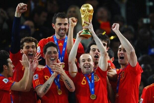 Espanha 1 x 0 Holanda: Iniesta consagra uma 'geração furiosa' com título inédito