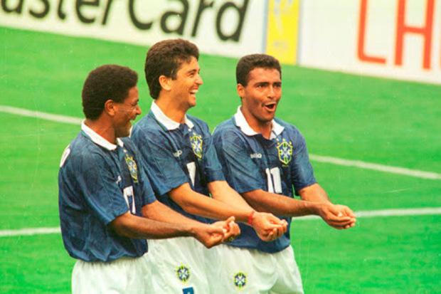 Copa do Mundo 1994: Romário e Bebeto 'embalam' o tetra brasileiro